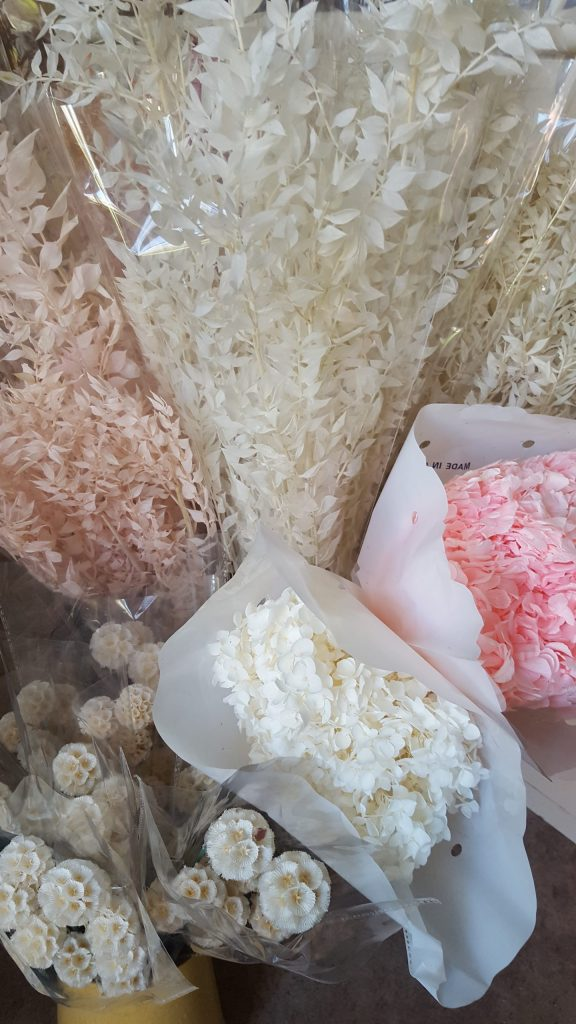 Bleached and preserved dried flowers